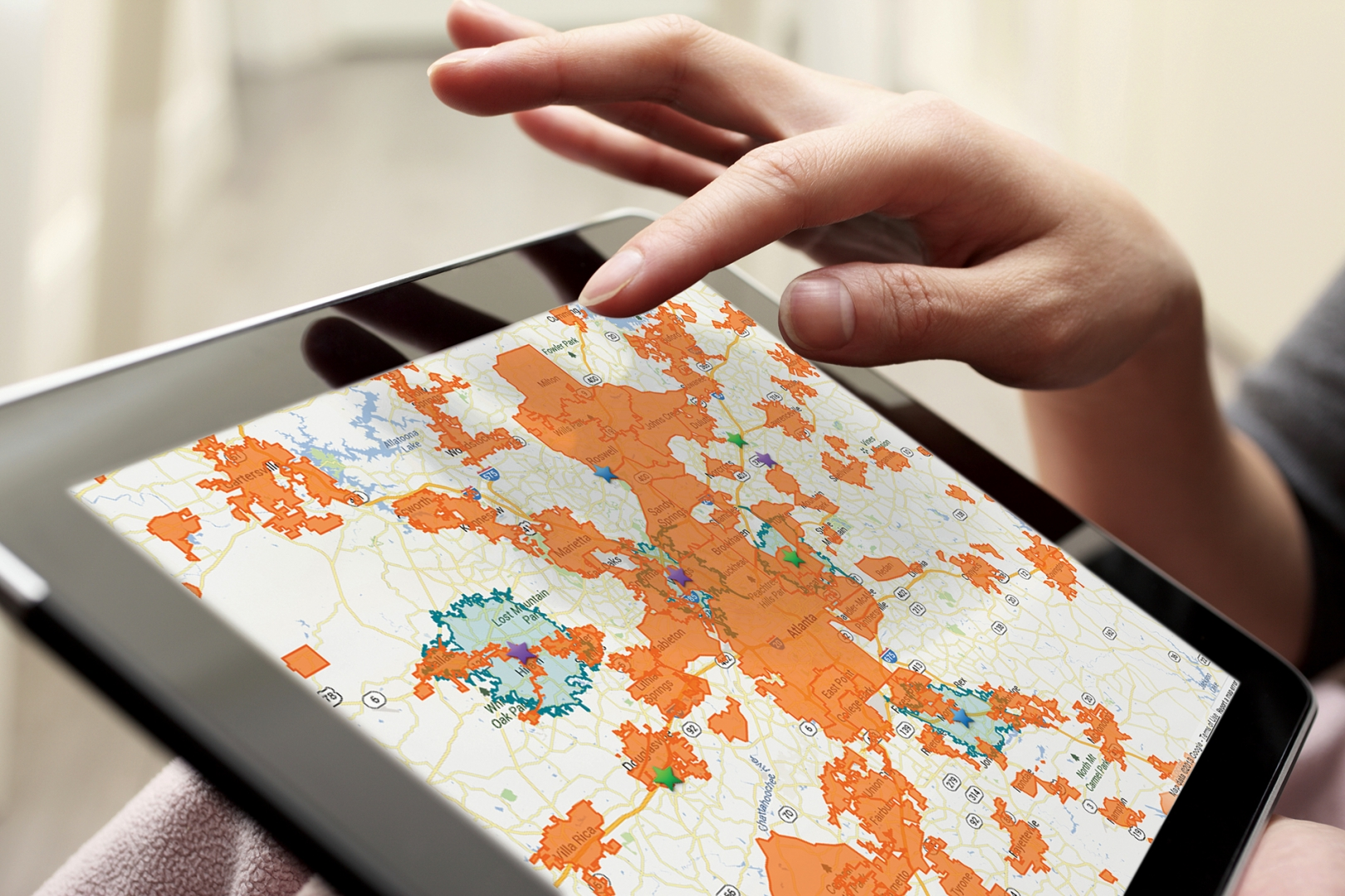 Map-based restaurant market analysis on a tablet
