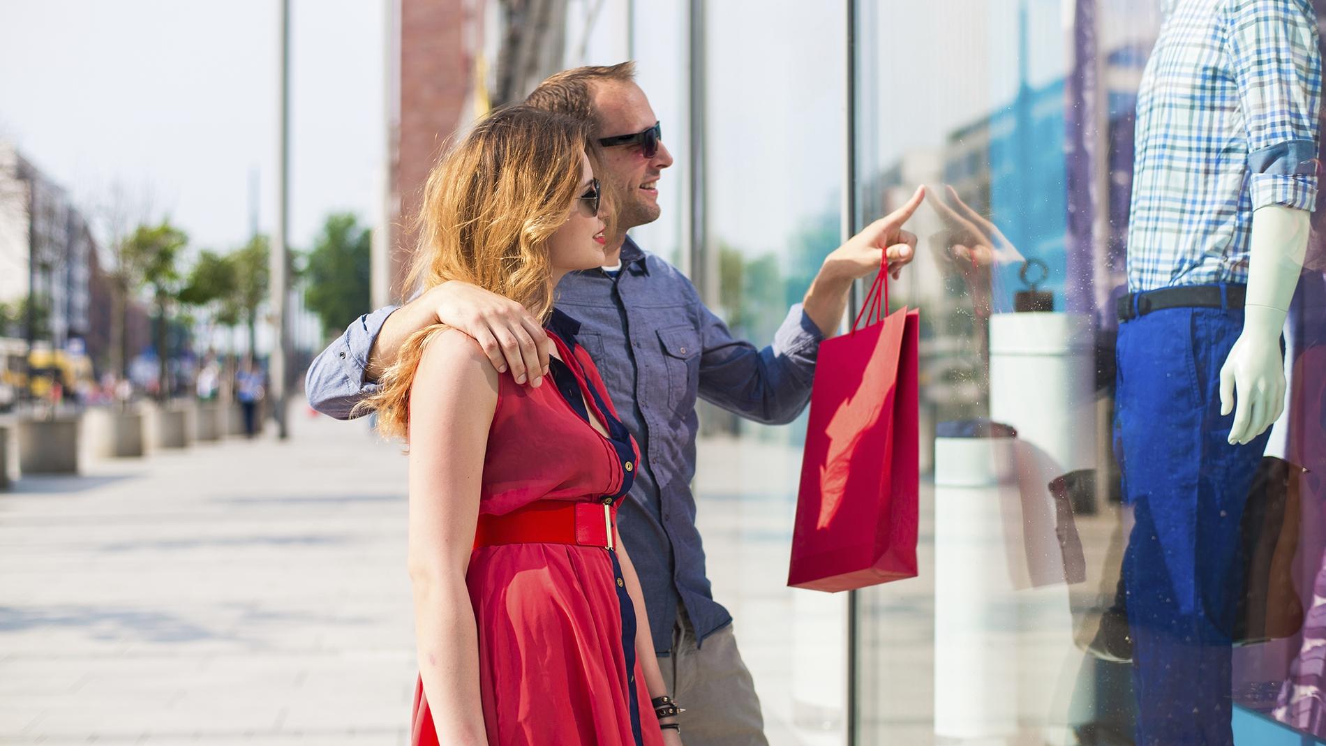 couple window shopping